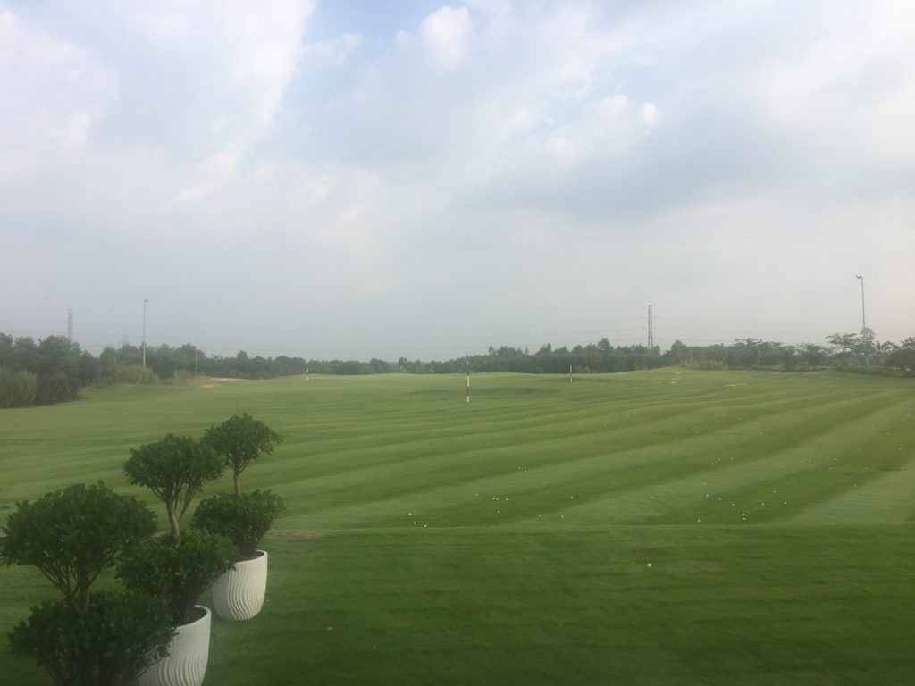 khach hang tap golf tai west lakes villas