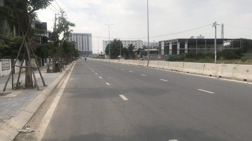 Đường Liên phường đoạn đi qua khu biệt thự Lucasta Khang Điền